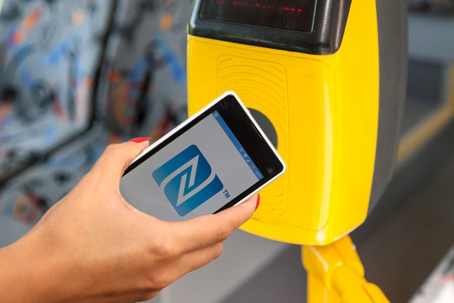 Как айфоном платить в метро